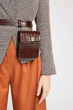 Free People Crocodile Belt Bag Source by myrbruni Womens Fashion Online, Fast Fashion, Latest Fashion For Women, Look Fashion, Fashion Bags, Fashion Trends, Workwear Fashion, Fashion Outfits, Fashion Bloggers