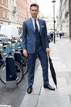 Men'S fashion › fashion for 30 year old men men's blue three piece suit, white dress shirt, black leather oxford shoes, navy Sharp Dressed Man, Well Dressed Men, Blue Three Piece Suit, Blue Dress Shoes, Gold Dress, White Dress, Best Street Style, Look Formal, Man About Town