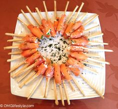 The guys loved bagels, cream cheese & smoked salmon so I concocted a smoked salmon appetizer reminiscent of their breakfast favorite. Instead of bagels appetizers Smoked Salmon Appetizer on a Stick Smoked Salmon Appetizer, Appetizer Dips, Appetizer Recipes, Smoked Salmon Platter, Gourmet Appetizers, Smoked Salmon Recipes, Snacks Für Party, Appetizers For Party, Light Appetizers