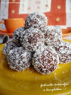 Zabpelyhes almás golyók - no bake oatmeal bites with apple and honey Healthy Cookies, Healthy Desserts, Healthy Recipes, Oatmeal Bites, Baked Oatmeal, Cookie Recipes, Diet Recipes, Breakfast Recipes, Clean Eating