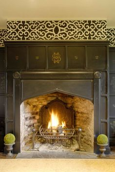 Tudor arch fireplace, painted black and decorated with stencils by Helen Morris… Black Fireplace Surround, Fireplace Mantle, Fireplace Surrounds, Fireplace Design, Corner Fireplaces, Tudor Decor, Tudor Cottage, Wooden Room, Home Wallpaper