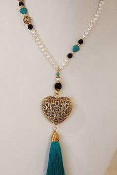 CollarLargo of Pearls, magnesite, crystal and Tibetan heart pendant and tassel. Fashion Necklace on Etsy Tassel Jewelry, Pearl Jewelry, Beaded Jewelry, Jewelery, Jewelry Necklaces, Handmade Jewelry, Beaded Bracelets, Diy Necklace, Fashion Necklace