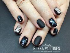 Matte black, studs, stars, gel nails #nails #nailart #stockholm #handpaintednailart