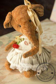 Купить или заказать Коко в интернет-магазине на Ярмарке Мастеров. Выкройка 6, 2016г, работа 2, в 3. Малышка Коко сделана из винтажного плюща, стеклянные глазки, наполнитель песрк и опилки. Одежда снимается.