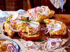 Obatzter-Crostini - Pretzel Dessert İdeas and Tips Crostini, Bruschetta, Austrian Recipes, Austrian Food, German Recipes, Brunch Buffet, Vegan Curry, Baked Chips, Vegan Meal Prep