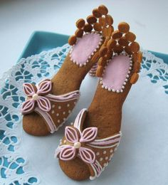 gingerbread shoes--Kensi would like to make these. Maybe as friend gifts for her to give out?