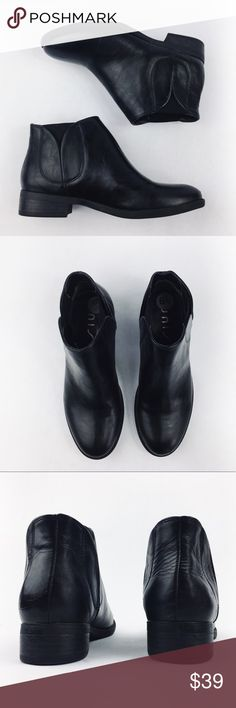 UNISA BLACK LEATHER ANKLE BOOTS SIZE 6.5 Beautiful UNISA 100% leather ankle black boots in size 6.5. Worn once indoors as you can see on the sole. Beyond excellent condition, like new. Make an offer! ❤️ Unisa Shoes Ankle Boots & Booties