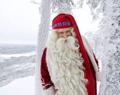 Joulupukki ihailemassa romanttista Tornionlaaksoa Länsi-Lapissa
