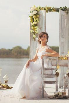 Italian Lakes Wedding Inspiration | Fly Away Bride Photo: www.tizianagallo.it Wedding Planner: www.robertacavaliere.it