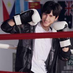Zhao yue Cute Asian Guys, Cute Guys, Guan Xiao Tong, All About China, Captain Jack Sparrow, Drama Movies, Luhan, Asian Men, Korean Actors