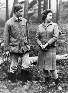 Informal portrait of Prince Charles and his mother Queen Elizabeth II strolling through the woods of their estate at Sandringham Scotland April 1969 Elizabeth Philip, Queen Elizabeth Ii, Queen Mother, Queen Mary, Prince Philip, Prince Charles, Windsor, Princess Kate Middleton, Duchess Of York