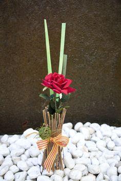Una recopilación de fotos de los atarreglos florales personalizados con rosas de Sant Jordi. Abril 2013. #decoracion #creatividad #flores #SantJordi