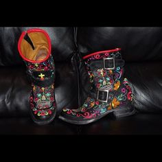 Old Gringo Ladies Black Sugar Skull Biker Boots Hand made. Worn only 2x. Old Gringo Shoes Heeled Boots