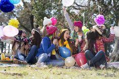 Produccion de fotos con amigas para los 15 años de Margarita Mozzi el campo por Bruno Espeche fotografo de 15 anos y bodas en Salto Tumblr Photography, Creative Photos, Squad, Birth, Photoshoot, Colorful Smoke, Colorful Party, Color Powder, Friends Girls