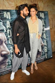 The mushy couple Ranveer Singh and Deepika Padukone were spotted together at the film promotion. We totally love Deepika Padukone's pajama-suit ensemble! Bollywood Couples, Bollywood Photos, Bollywood Stars, Bollywood Celebrities, Deepika Ranveer, Ranveer Singh, Deepika Padukone, Kurti Designs Party Wear, Kurta Designs