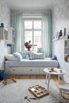 40 veľkých nápadov pre malé izby - sikovnik.sk Small Apartment Bedrooms, Small Room Bedroom, Trendy Bedroom, Small Rooms, Modern Bedroom, Kids Bedroom, Small Spaces, Room Kids, Master Bedroom