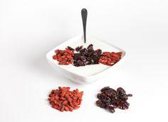 Alchechengio e Cranberry con Yogurt. #bacche #berries #cranberrie #yogurt #artistic #composition #salute #health #vegan #vegetariano #vegano