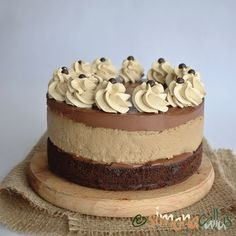 simonacallas - Desserts, sweets and other treats Snickers Cheesecake, Red Velvet Cheesecake, Chocolate Chip Cheesecake, Cheesecakes, Vanilla Cake, Caramel, Oreo, Deserts, Food And Drink