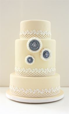 "at first glance I thought that was mold.  I definitely won't be putting any ""daisy accents"" on my wedding cake."