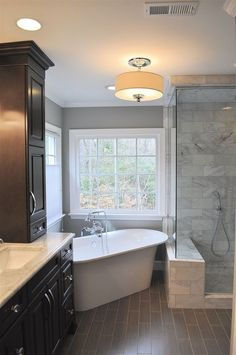 25 Beautiful Urban Farmhouse Master Bathroom Remodel - Page 9 of 25 - Fajrina Decor Master Bathroom Tub, Small Master Bath, Mold In Bathroom, Bathroom Layout, Bathroom Ideas, Bathroom Cabinets, Bathroom Tubs, Bathroom Organization, Shower Ideas