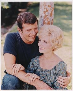 Mike and Carol - the perfect couple Best Tv Shows, Favorite Tv Shows, Winning Lotto, Lighter Hair, The Brady Bunch, Like Mike, Comedy Show, Perfect Couple, Thats The Way