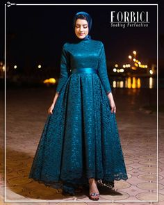 Image may contain: one or more people and people standing Hijab Prom Dress, Hijab Evening Dress, Evening Dresses, Fancy Wedding Dresses, Prom Dresses Long With Sleeves, Dress Long, Modern Hijab Fashion, Muslim Women Fashion, Dress Clothes For Women