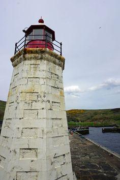 Die nördlichen Highland sind Schottlands schönster Teil: Schlösser, Leuchttürme, dramatische Küsten. Lest weiter.