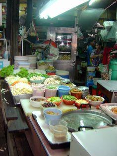 https://flic.kr/p/yKAVF   Street food vendors