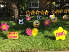 Emojis, pink & yellow colors for a birthday are adorable outdoor or indoor party decorations! By www.flamingos2go.com