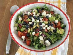 Feta en avocado salade - koolhydraatarm, glutenvrij, suikervrij, gezond, lekker recept! Een topper!