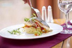 Filet de daurade et sa purée de pomme de terre à l'huile d'olive @Restaurant l'Escarbille sur mon-assiette.com