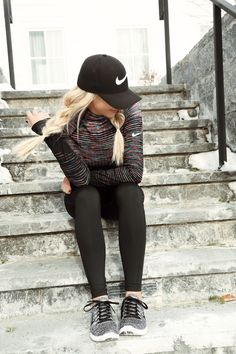 Nike I love the start of a new year. Sometimes a fresh start is all you need mentally to reach those fitness goals. Nike sure makes fitness Legging Outfits, Nike Outfits, Athleisure Outfits, Sport Outfits, Casual Outfits, Nike Workout Outfits, School Outfits, Workout Hairstyles, Sporty Hairstyles
