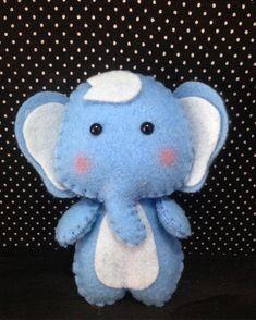 Este doce elefantinho lhe deseja boa semana ✨✨✨ #feltro #felt #maternativa #elefantefeltro #feltelephant