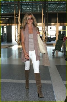 white jeans with brown boots for fall