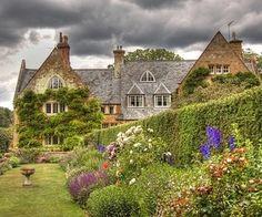 Coton Manor Gardens, Northamptonshire, England. Lady Joan DeFiennes Baroness Wake was bornin Northamptonshire in1272.