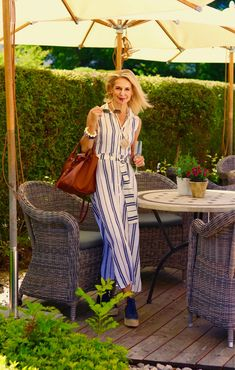 Die Bloggerin Bibi Horst stylt Leinen in vielen Variationen. | Stilexperte für Styling und Anti-Aging 45+ Over 60 Fashion, 50 Fashion, Fashion Tips For Women, Womens Fashion, Style And Grace, Her Style, Ideias Fashion, Shirt Dress, Anti Aging