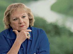 La romancière américaine Ann Rule est décédée le 26 juillet 2015.  Elle a été inspectrice de police puis journaliste d'enquête et s'est spécialisée dans la littérature policière basée sur des faits réels