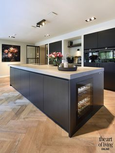 Bungalow, Home Projects, Kitchen Island, Design Inspiration, Living Room, Interior Design, Table, House, Furniture
