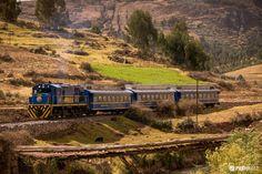 """Peru Zugreisen: Mit """"Expedition"""" """"Vistadome"""" und """"Hiram Bingham"""" nach Machu Picchu: Die touristisch wichtigste Bahnstrecke Perus führt von Cuzco über Ollantaytambo nach Machupicchu, der bekannten prähistorischen Inkafestung."""