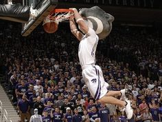 Even Willie knows how to throw it down #Willie