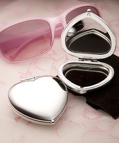 Heart Shaped Compact Mirror Favors #heart #favors #compactmirror