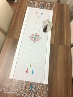 Nice embroidery stitch towel with pattern schema. Embroidery Patterns Free, Embroidery Stitches, Hand Embroidery, Machine Embroidery, Stitch Patterns, Cottage Crafts, Hardanger Embroidery, Bargello, Fabric Painting