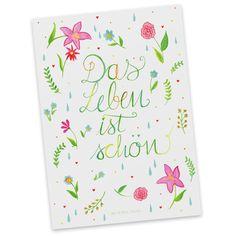 Postkarte Blumen Das Leben ist schön aus Karton 300 Gramm  weiß - Das Original von Mr. & Mrs. Panda.  Diese wunderschöne Postkarte aus edlem und hochwertigem 300 Gramm Papier wurde matt glänzend bedruckt und wirkt dadurch sehr edel. Natürlich ist sie auch als Geschenkkarte oder Einladungskarte problemlos zu verwenden.    Über unser Motiv Blumen Das Leben ist schön  Das Leben hat so viel zu bieten, auch in schweren Zeiten. Man muss es nur wahrnehmen. Das Leben ist schön!    Verwendete…