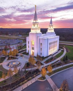 Kansas City Temple Rise Above Vertical - LDS Temple Pictures Lds Temple Pictures, Church Pictures, Mormon Temples, Lds Temples, Jesus Christ Lds, Savior, Lds Bride, My Father's House, Kansas City Missouri