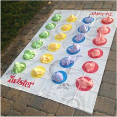 25 Best Backyard Birthday Bash Games On a boring afternoon, a couple of my friends and I were looking for fun things to do that we had never done before. We found a new game that was a sort of spin on an average game of Twister, a… Tween Party Games, Wedding Party Games, Fun Sleepover Ideas, Sleepover Games, Party Party, Summer Party Games, Tween Party Ideas, Summer Fun, Summer Bucket List For Teens