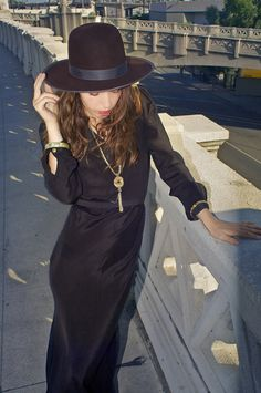This sophisticated 3 inch wide brim fedora made of 100 percent wild rabbit recreates the elegance of the thirties.