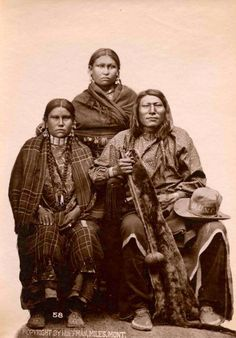 Comanche Chief - Buffalo Hump and his family. Native American Pictures, Native American Artwork, Native American Beauty, Native American Tribes, Native American History, American Women, Indiana, Native American Photography, Le Far West