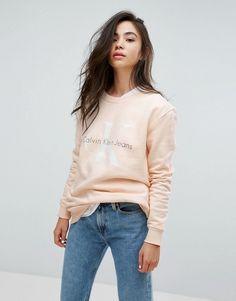 detailed look 852ea ac274 Calvin Klein Jeans – Sweatshirt mit Logo at asos.com
