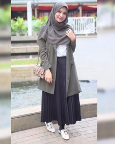 Fashion chic skirt casual for 2019 Hijab Casual, Ootd Hijab, Hijab Chic, Hijab Skirt, Casual Skirts, Casual Chic, Muslim Women Fashion, Modern Hijab Fashion, Street Hijab Fashion