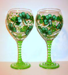 SHAMROCK WINE GLASS – www.thepaintedflower